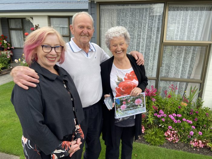 ŌCHT chief executive Cate Kearney with Garden Award 2021 Grand Champions William and Irene.