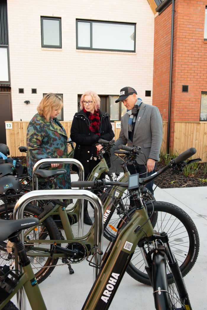Energy Minister Megan Woods and ŌCHT chief executive Cate Kearney learn more about the e-bikes from Big Street Bikers co-founder Andrew Charlesworth.